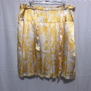 Size 14P EUC Oscar de la Renta Pleated Skirt